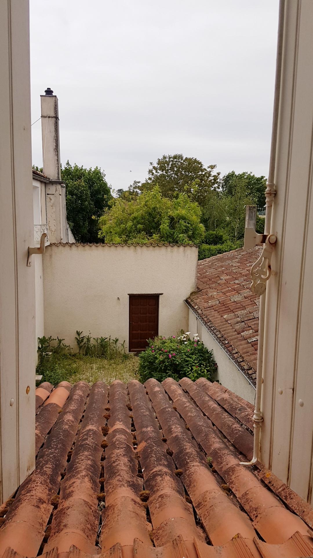 vente Maison de caractère de 66m2 + Chai de 22 m2 au coeur du village de Saint-Georges-du-Bois